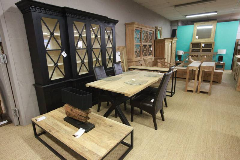 Show room la centrale du for Meuble salle a manger vitrine